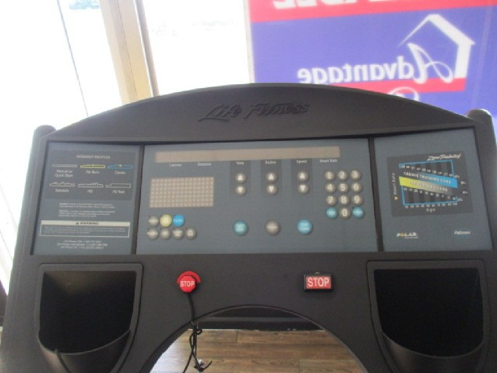 Life Fitness 9500HR Treadmill RTR7073241 04