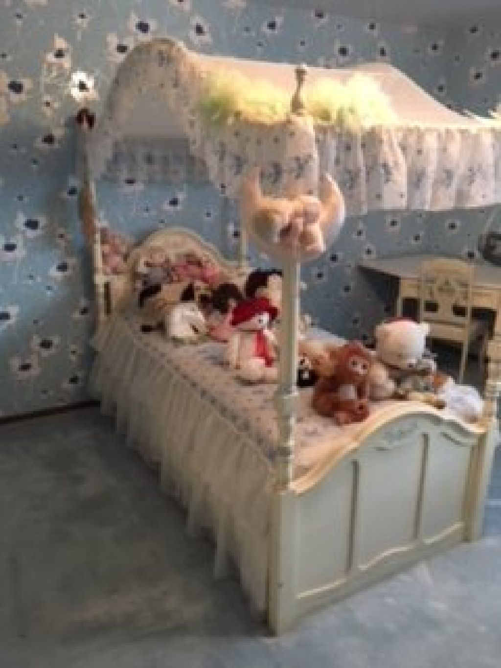 Beautiful full girls bedroom set including a matching chair ...
