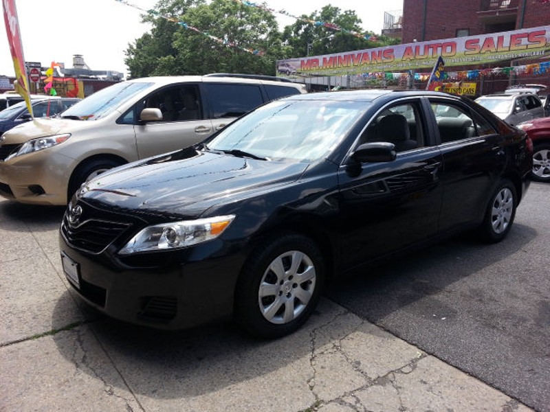2011 toyota camry le 13 300 brooklyn ny. Black Bedroom Furniture Sets. Home Design Ideas