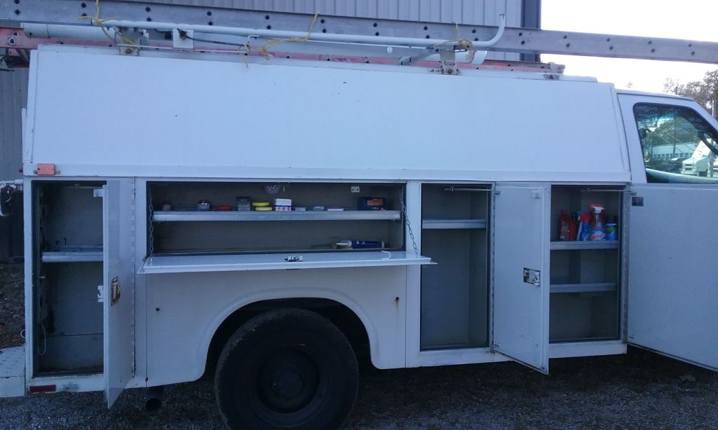 2004 Ford E350 knapaniede enclosed utility bed