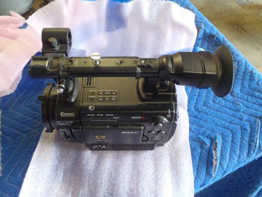 Sony PMW F-3 Camcorder with Power Zoom Lens RTR#7104254-01