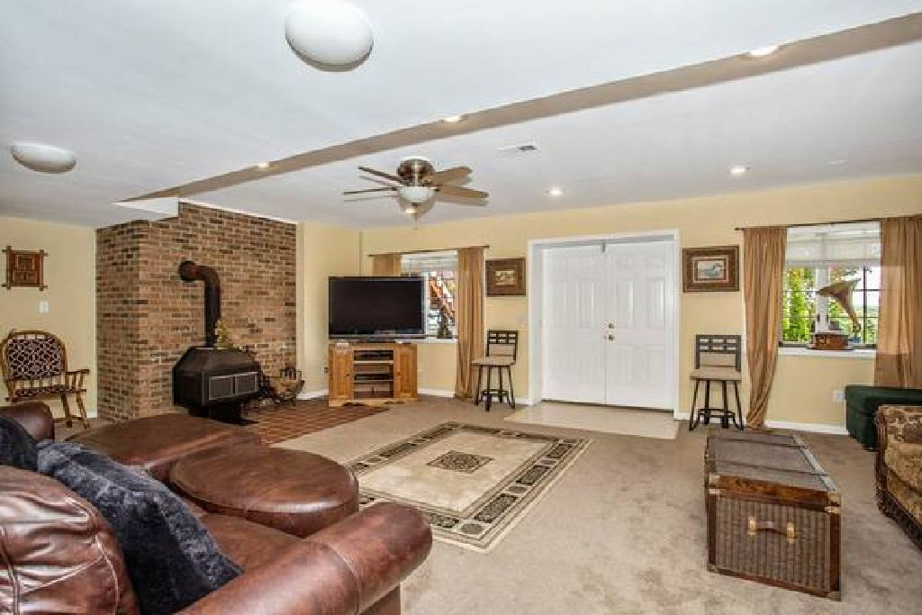 One Bedroom Suite Basement Apartment with Private Access