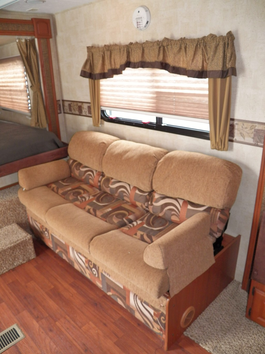 ~~2011 OUTBACK~~TOY HAULER~~TWO SLIDES~~OUTDOOR KITCHEN~~