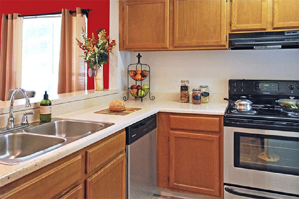 Two Room apartment for sublet IMMEDIATELY!