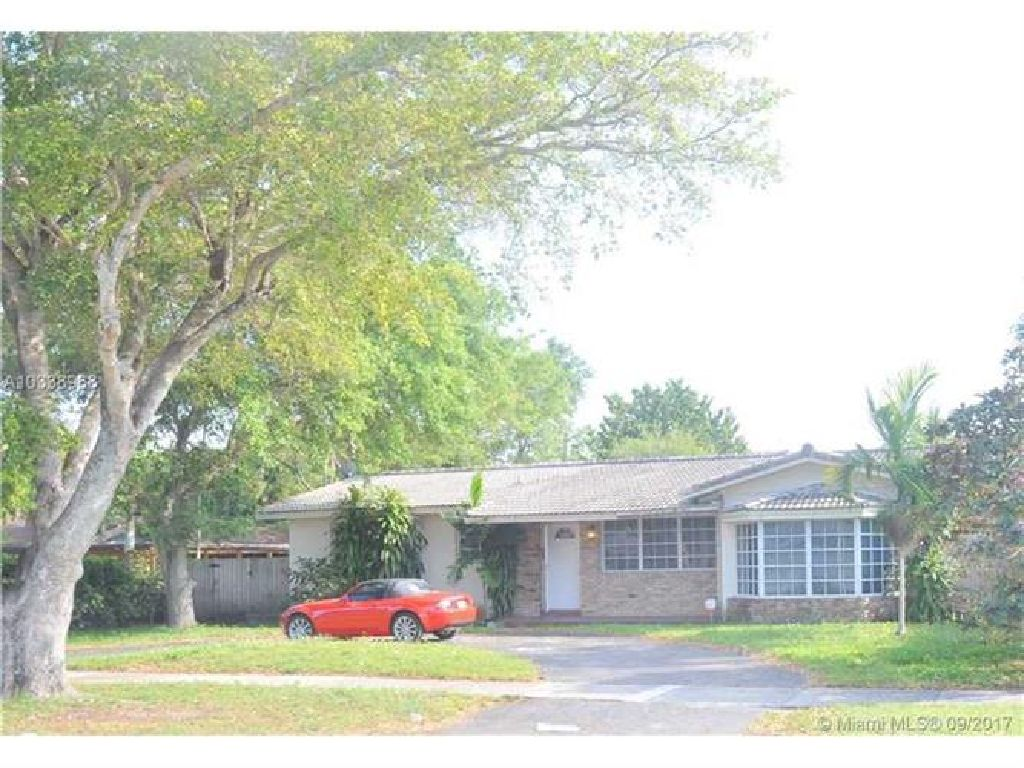 Gorgeous 3 bedrooms 2 bathrooms with a wonderful screened pool in desirable Miami Springs!!!