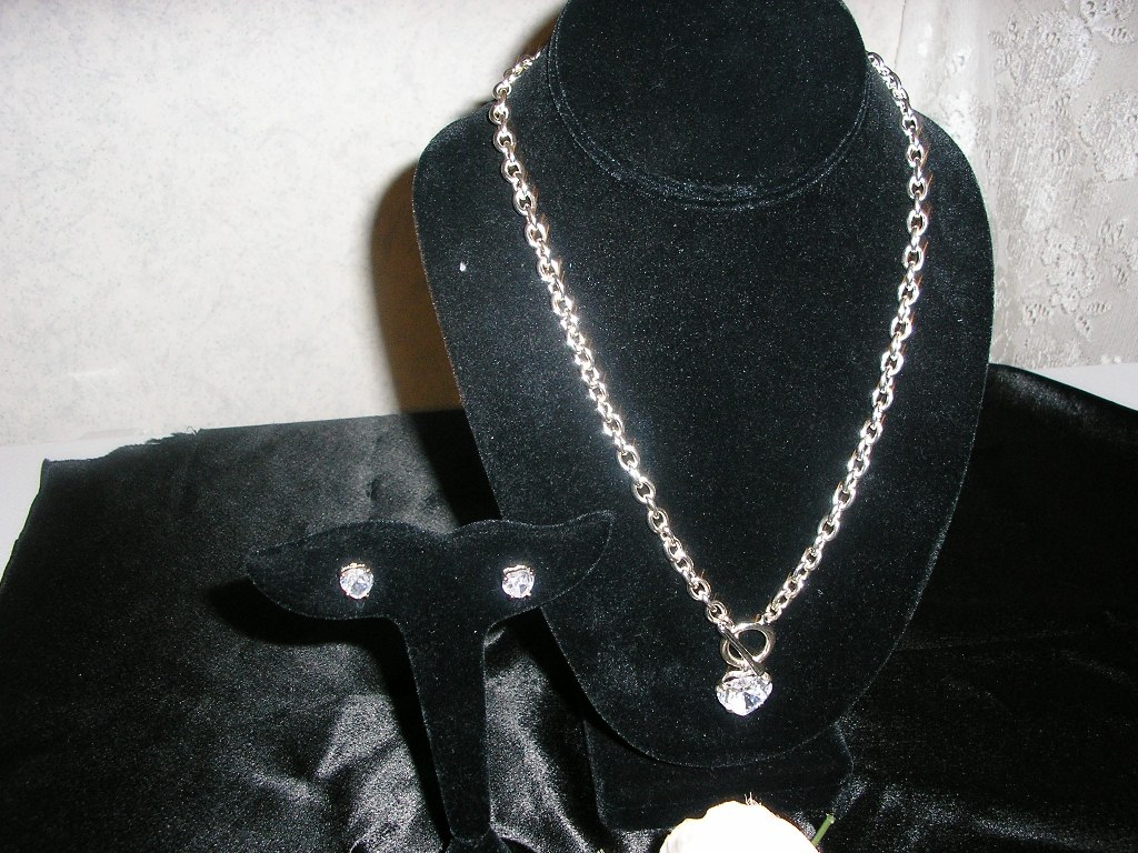Nice heart shaped necklace and earring set