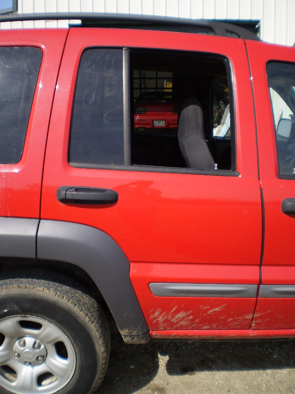 PARTING OUT 02-07 JEEP LIBERTY JEEP FENDERS ENGINE DOORS SEATS DASH TRANNY TAILGATE