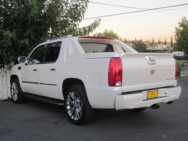 2012 Cadillac Escalade EXT AWD 4dr Luxury