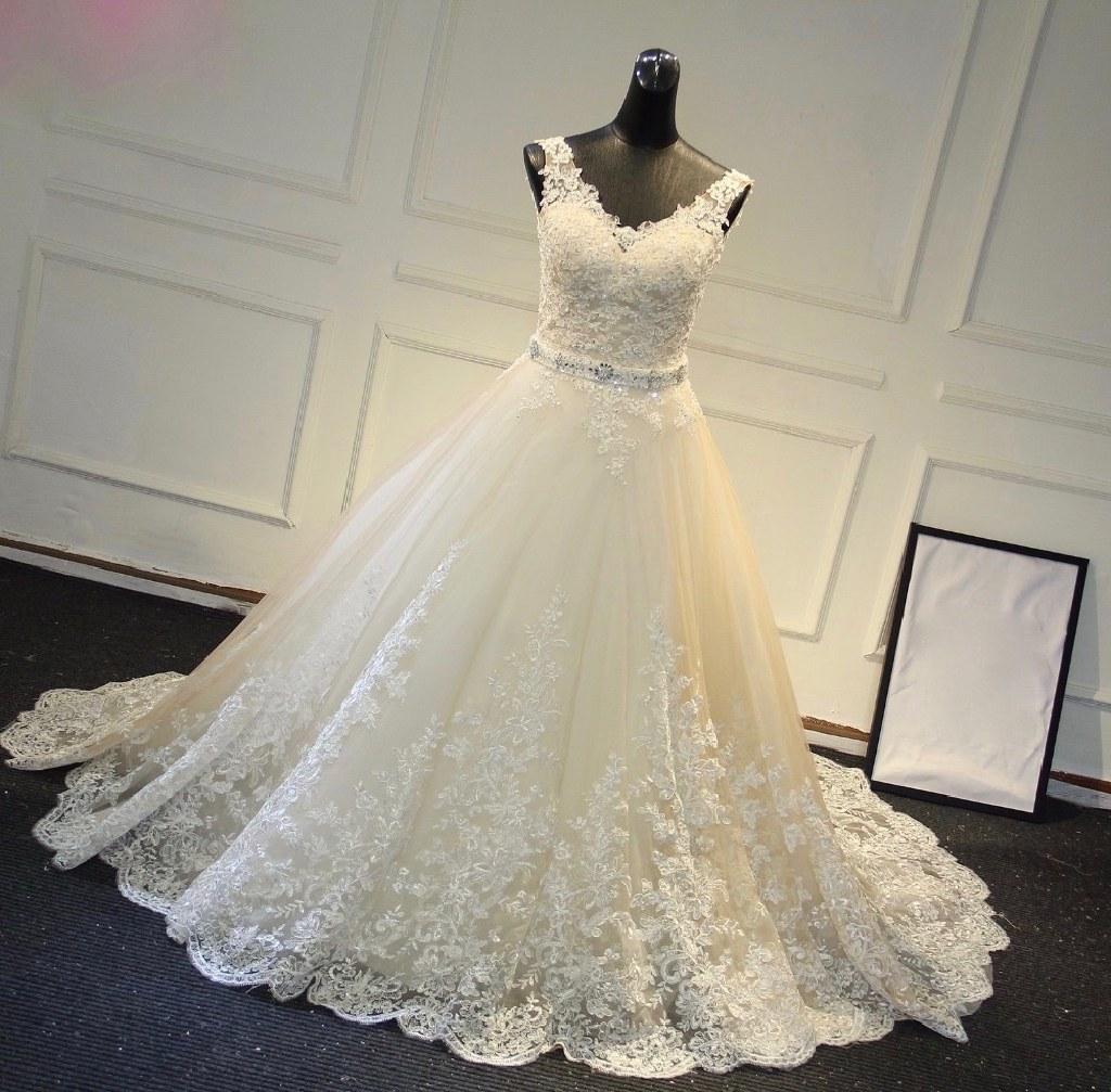 Katerina's Lace A Line V Neck Wedding Gown Size 8 Ivory