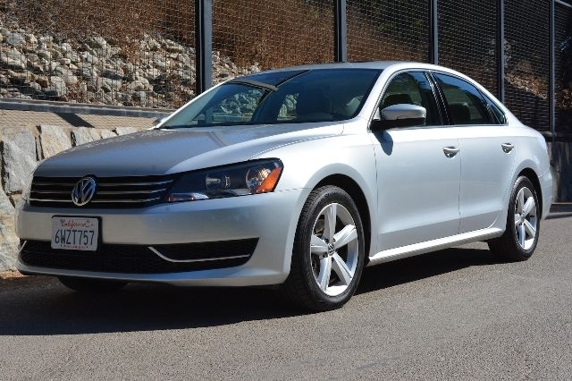 2013 Volkswagen Passat 2.5L SE Sedan 4D