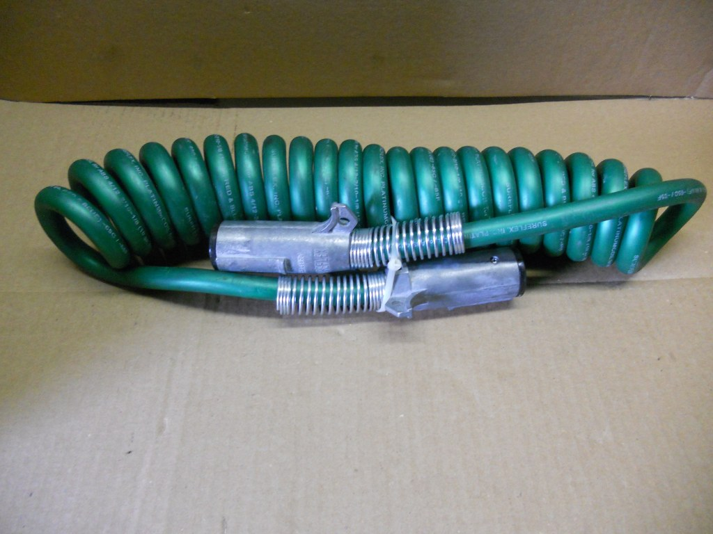 Semi Truck and Trailer Connectors and Glad Hand Hoses