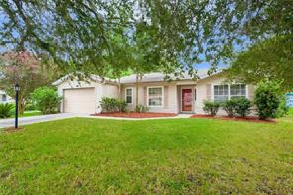 FRESHLY UPDATED PERFECT COMBINATION SPACIOUS 3/2 HOME