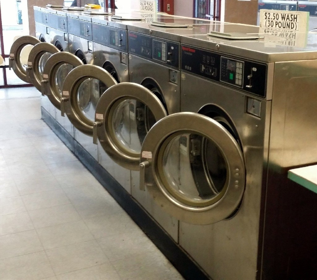 Coin Laundry Speed Queen Frontload Washer 1phase 208-240v Stainless Steel SC30BC2YU6 0001 Used
