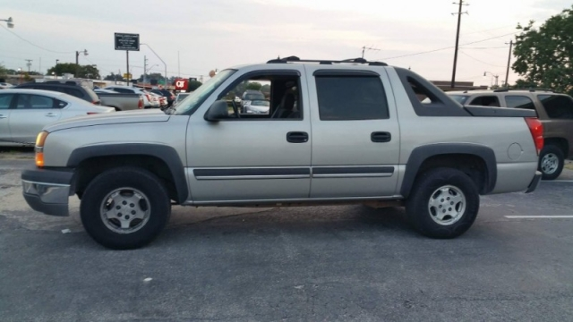 2004 Chevrolet Avalanche 1500 5dr Crew Cab 130