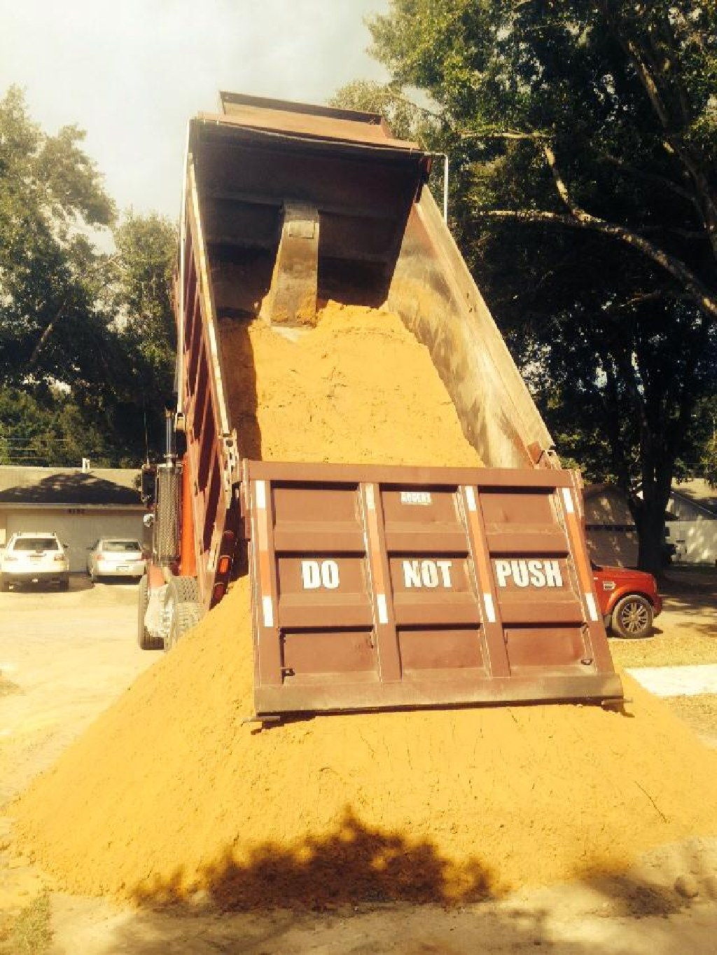 Dirt fill mulch Clermont Orlando Daytona & more Comar's Trucking, Inc.352-988-4210