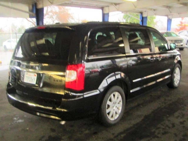 2015 Chrysler Town and Country Touring 4dr Mini Van