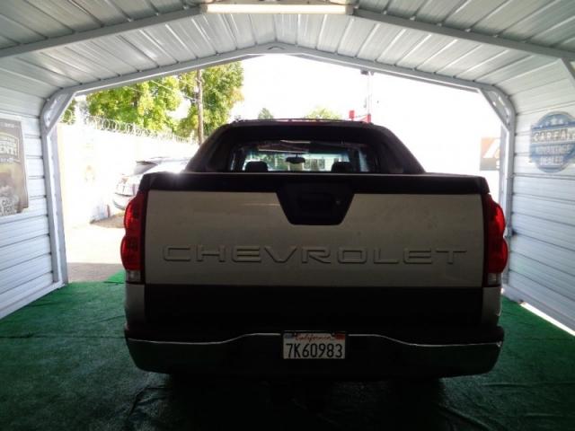 2004 Chevrolet Avalanche 1500 5dr Crew Cab 130
