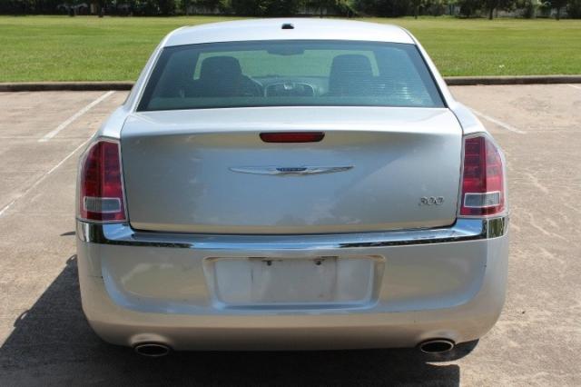 2012 Chrysler 300 4dr Sdn V6 RWD