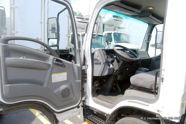 2011 Isuzu NPR HD 16ft Refrigerated Truck (UNDER CDL)