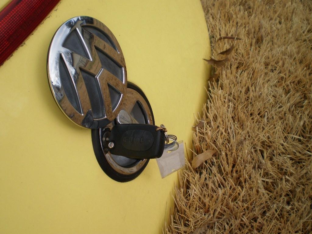 98 99 00 01 02 VW BEETLE TRUNK HATCH TAILGATE OEM YELLOW BUG RARE W/ KEY