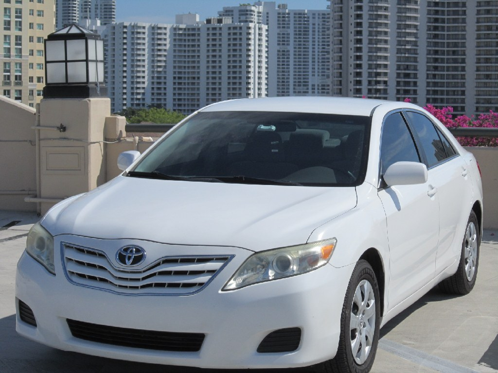 ** 2011 TOYOTA CAMRY LE*CLEAN TITLE*LOW MILES ***