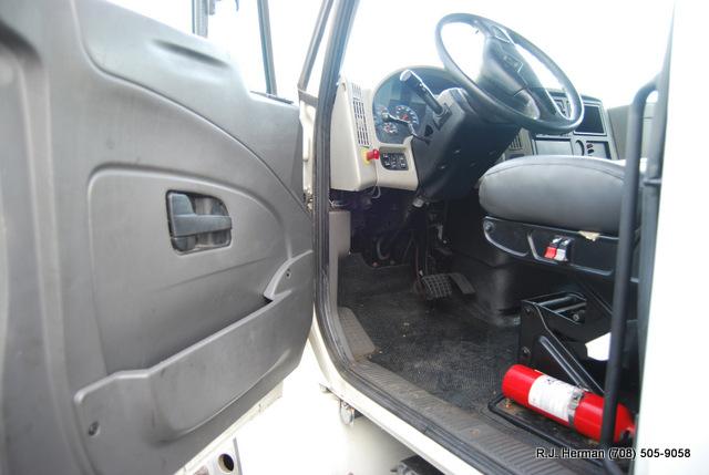 2008 Navistar 4300 24ft X 102 Non-CDL Straight Truck