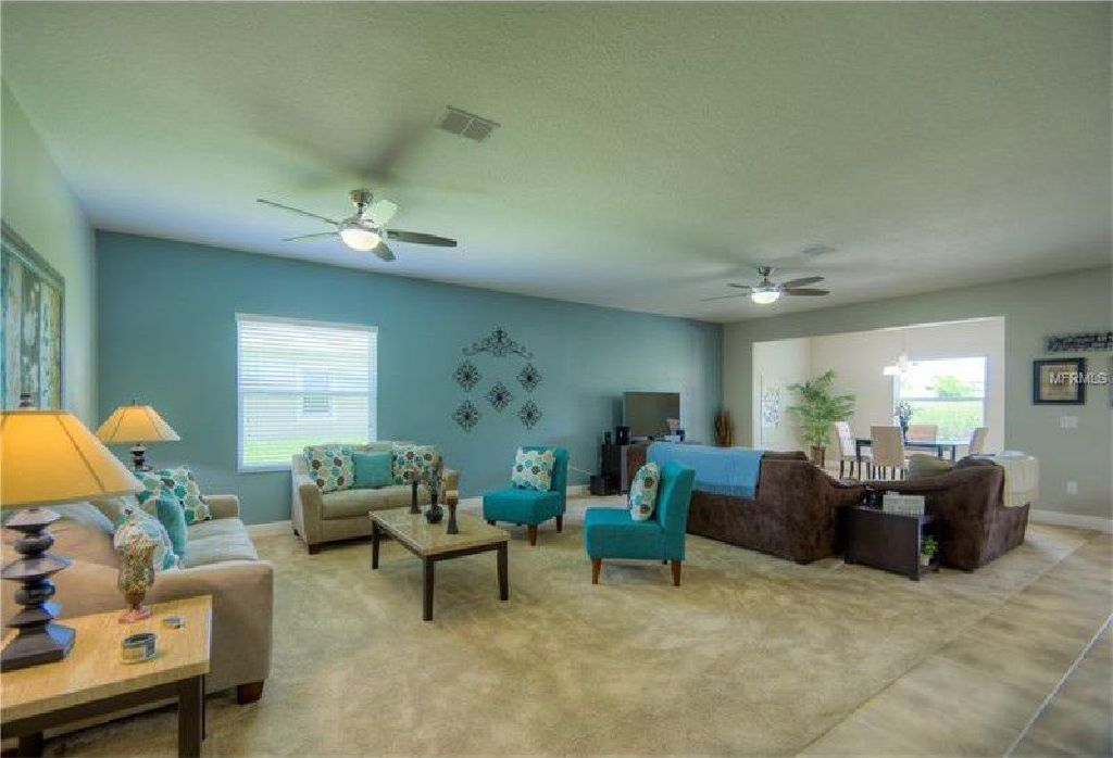 HOME READY FOR A NEW FAMILY WITH OVER 2,600 sq. ft LIVING SPACE