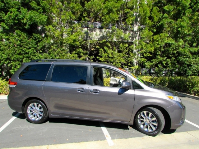 2014 Toyota Sienna 5dr 8-Pass Van V6 XLE FWD (Natl)