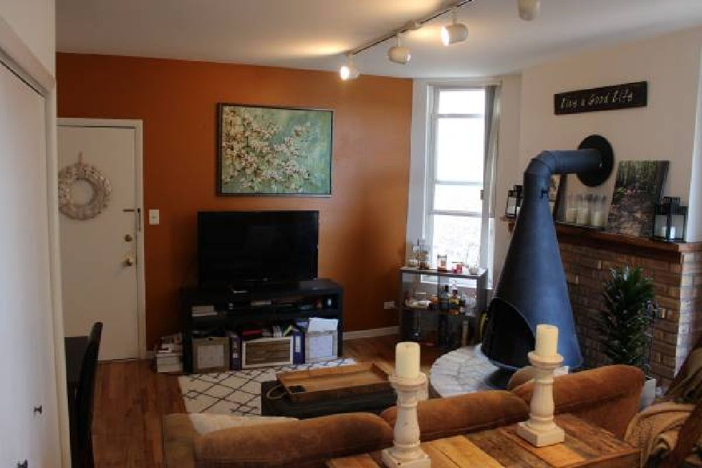 Gorgeous 1 Bed 1 Bath 3rd floor apartment near Depaul- no security dep