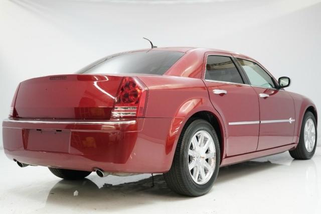 2008 Chrysler 300-Series 4dr Sdn 300C Hemi RWD