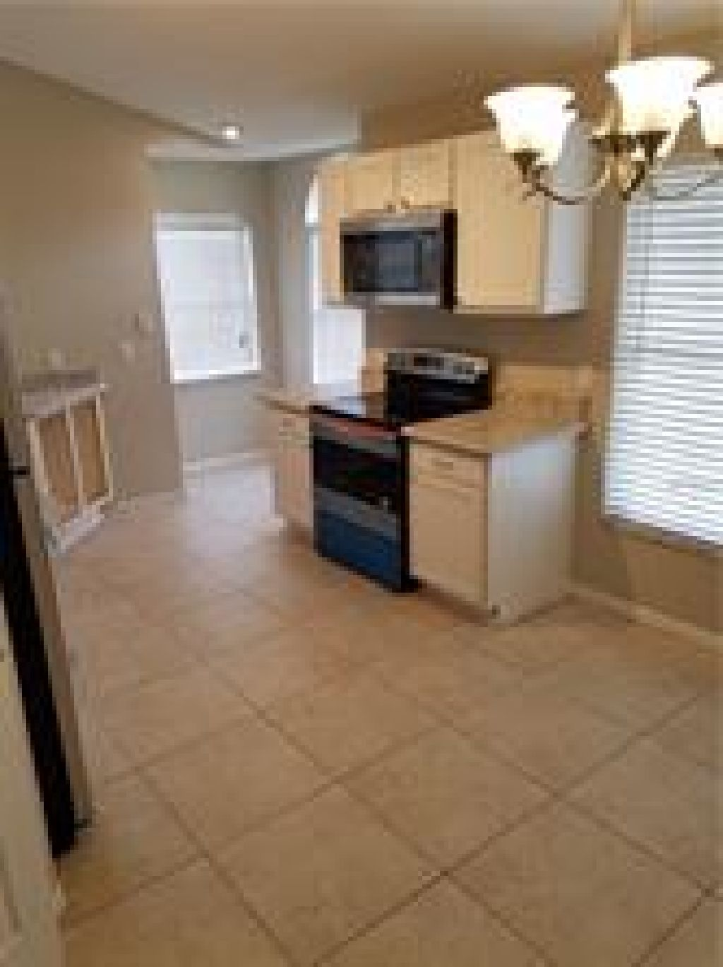 COME SEE TODAY THIS GREAT FOR PETS GREAT /2 HOME