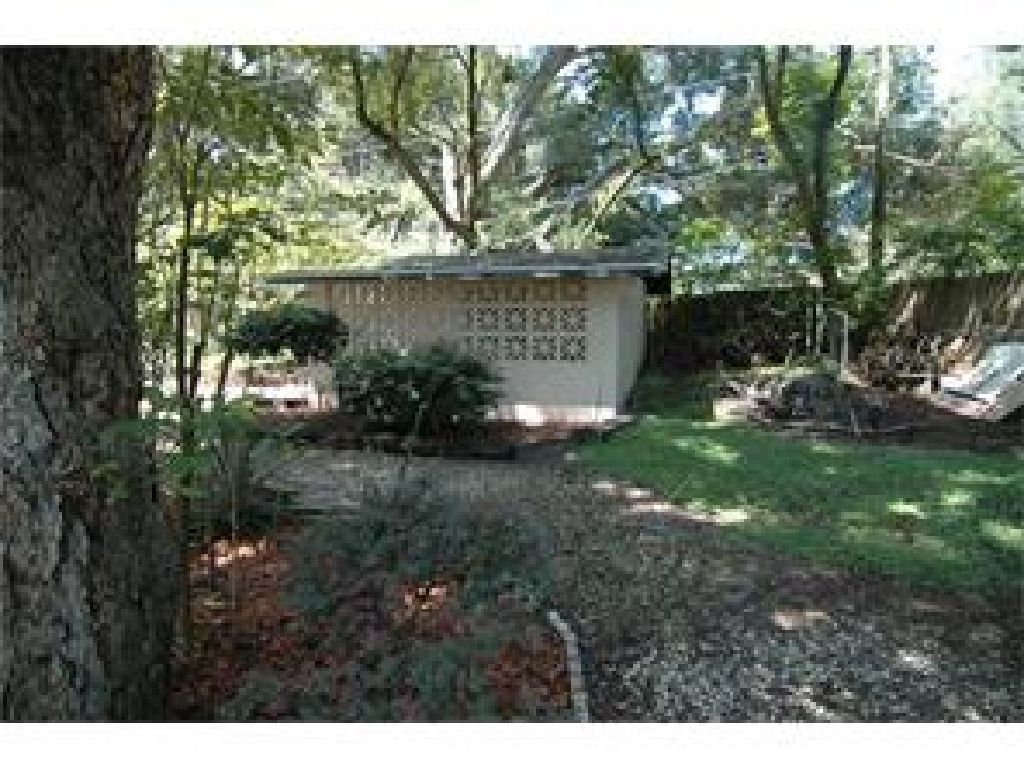 REDUCED!WELL MAINTAINED 3/1 HOME WITH PARK SETTING BACKYARD PERFECT TO ENJOY