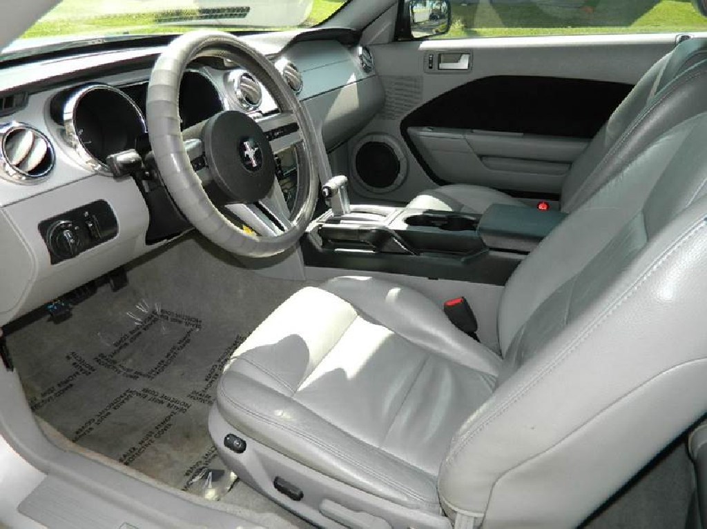 ** 2006 FORD MUSTANG COUPE*NAVI*BACKUP CAM **
