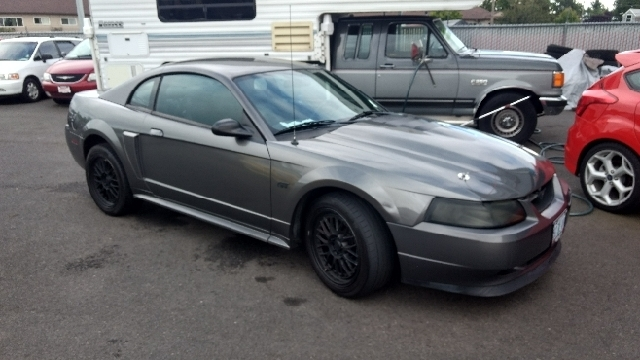 2003 Ford Mustang GT Deluxe 2dr Coupe