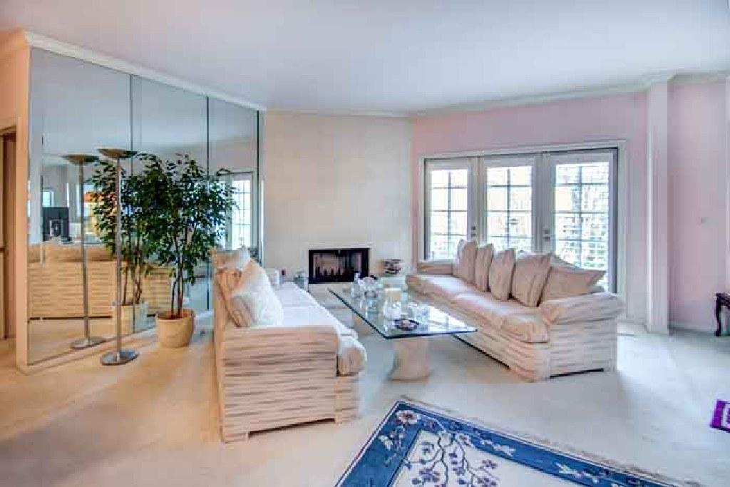 For Sale: 2 Bed 2 Bath condo in Toluca Lake for $585,000