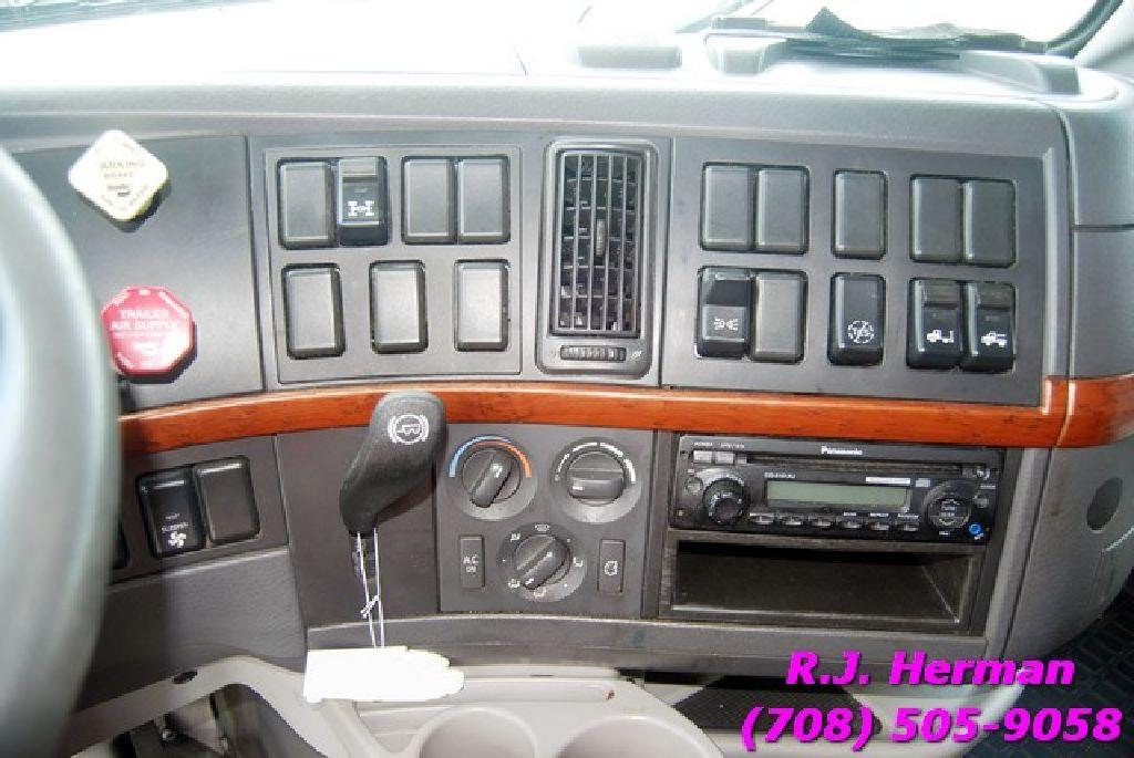 2011 Volvo Tandem Axle Sleeper