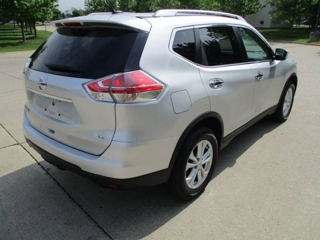 2016 Nissan Rogue SV 4dr Crossover