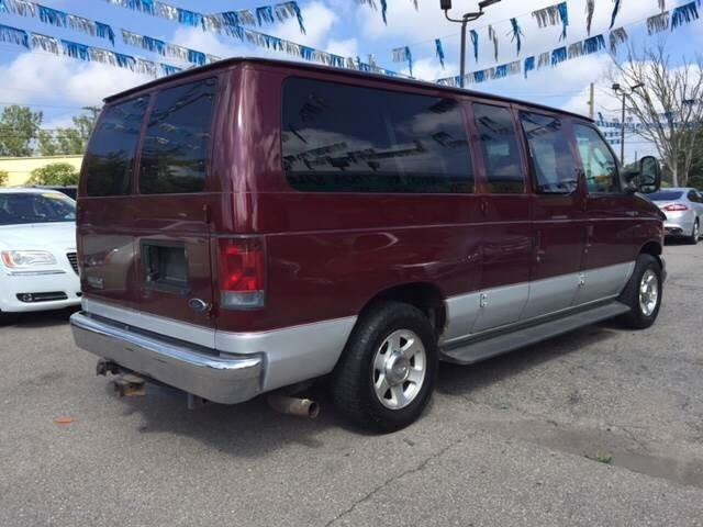 2006 Ford E-Series Wagon E 150 Chateau 3dr Passenger Van