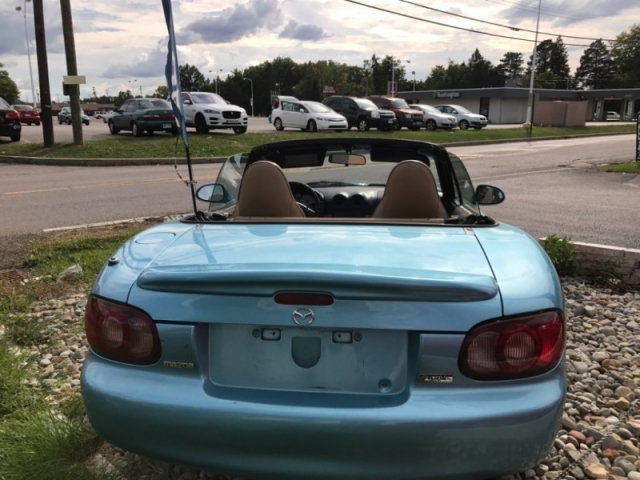 2001 Mazda MX-5 Miata 2dr Conv LS 6-Spd Manual