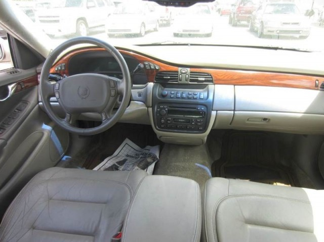 2001 Cadillac DeVille Base 4dr Sedan