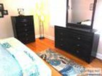 Contemporary bedroom set pieces Dark wood - Price: obo