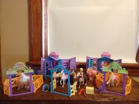 polly pocket ride in style ranch set 6 horses, 2 stables, polly