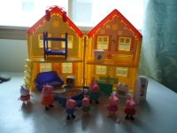 Peppa Pig folding dollhouse with dolls and furniture