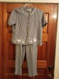 SIZE M, GRANT EU, GRAY AND WHITE CHECKERED OUTFIT, ELASTIC WAIST PANTS, EXCELLENT CONDITION, SMOKE FREE HOUSE