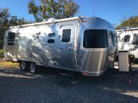 2014 Airstream Flying Cloud 25' Twin bed