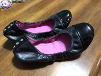 Girls size 3 slip ons excellent condition hardly worn