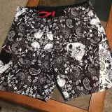 Size 36 men s board shorts with skulls