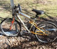BOYS BICYCLE ~ NEEDS A LITTLE TLC