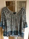 Blues and cream top size M