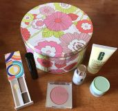 Clinique tin with makeup NEW